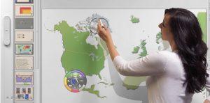 utilisation du tableau blanc interactif en cours de géographie